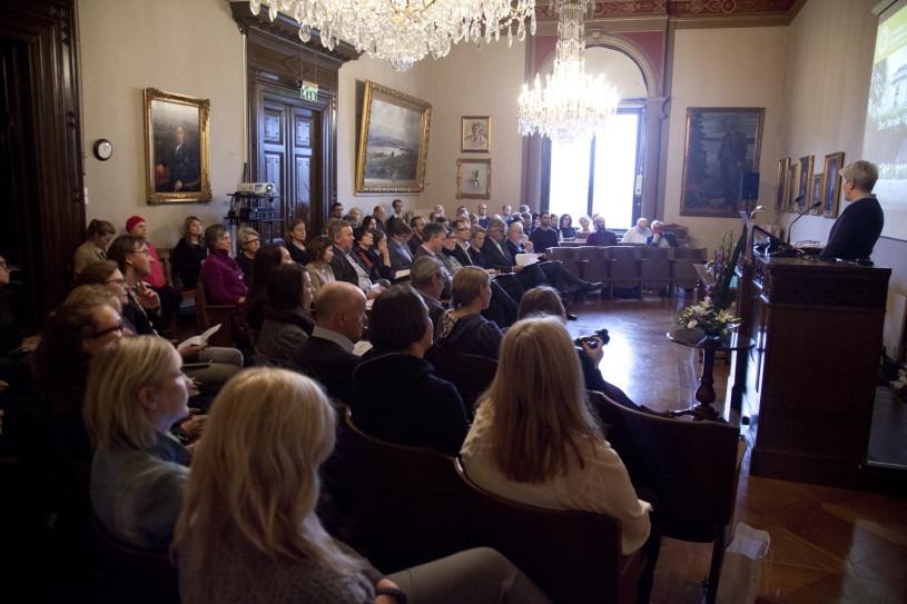 Kirsti innleder om seminaret Veien etter doktorgrad. Foto: Eirik Furu Baardsen