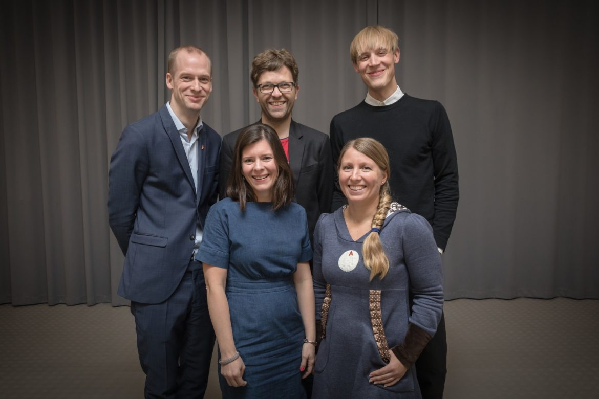 The board of the Young Academy of Norway. From left: Jan Magnus Aronsen, Einar Duenger Bøhn and Arnfinn H. Midtbøen. In front: Katerini Storeng and Guro Elisabeth Lind. Photo: Hans Kristian Thorbjørnsen.